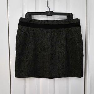 Limited black/white skirt with ribbon detail